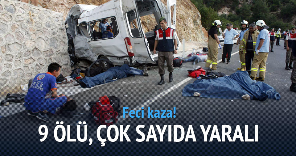 İşçileri taşıyan minibüs devrildi: Ölü ve yaralılar var