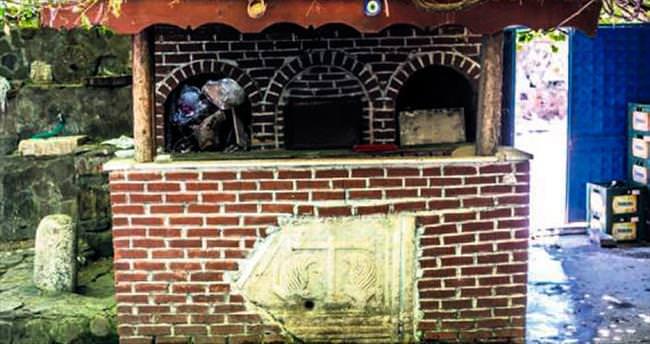 Fırın duvarında Antik Roma eseri