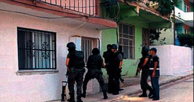 İzmir'de şafak operasyonu