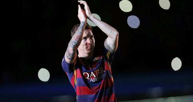 Messi, Ronaldo'yu yakaladı