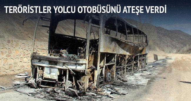 Erciş'te teröristler yolcu otobüsünü ateşe verdi