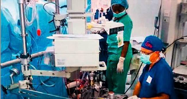 Twitter'dan canlı kalp ameliyatı...
