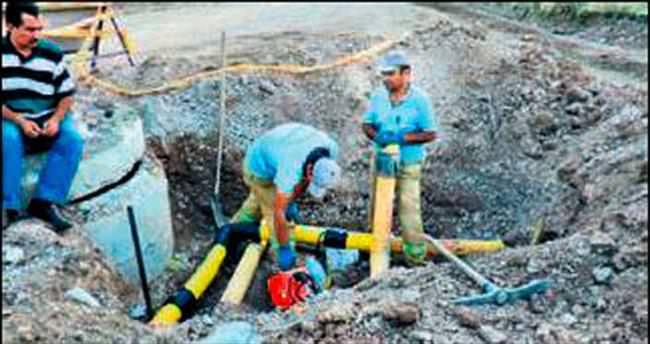 Yol çalışması sırasında doğalgaz borusu patladı