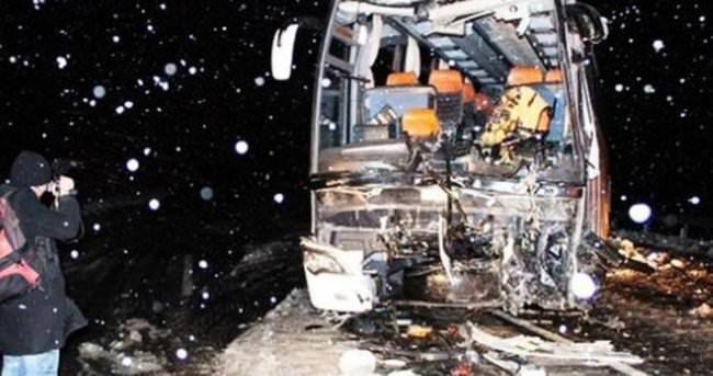 Hindu hacıları taşıyan otobüs kaza yaptı: 13 ölü, 11 yaralı