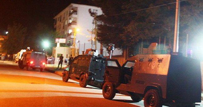 Siirt'te polis lojmanlarına saldırı: 2 polis yaralı