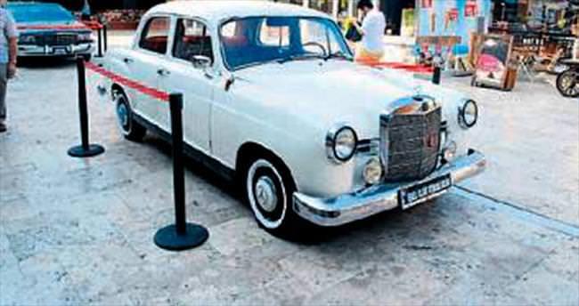 Klasik otomobilciler Denizli'de buluştu