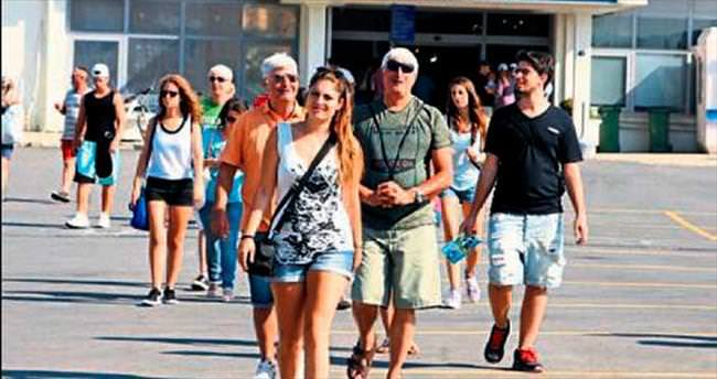 Turistler sıcak havaya aldırmadı