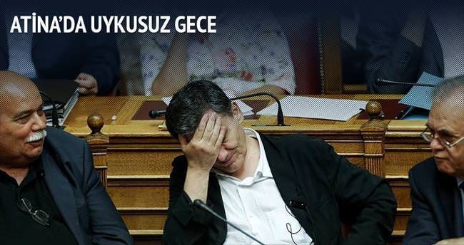 Atina'da uykusuz gece