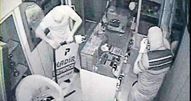 İmitasyon takı çalan hırsızlar kaçamıyor