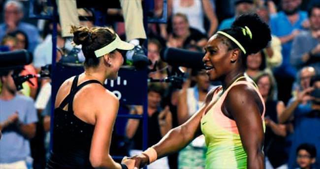 18'lik Belinda Serena'yı devirdi