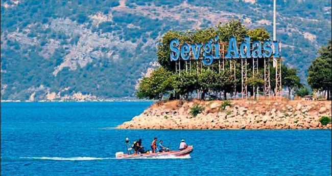 Göle düşen genç için ailesi endişeyle bekliyor