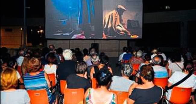 Adnan Saygun'da 'yaz sineması' keyfi