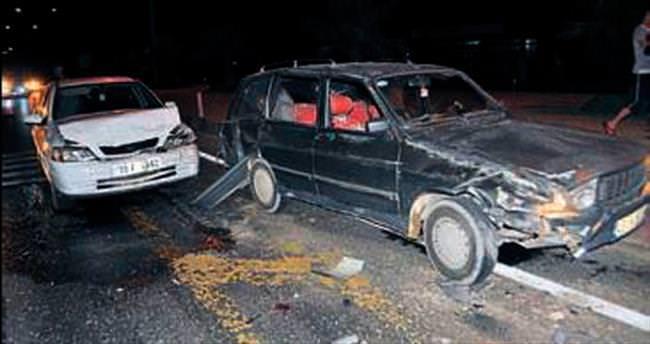 Zincirleme kazada 5 kişi ucuz kurtuldu
