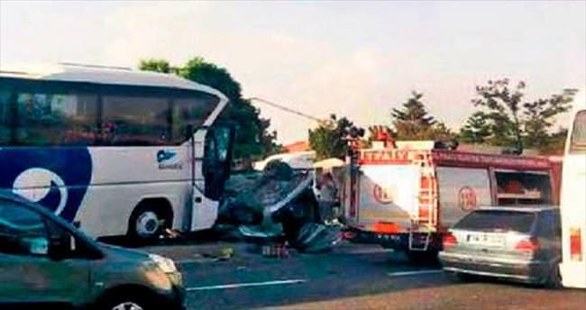 Sürekli kazaların yaşandığı yola trafik ışığı talebi