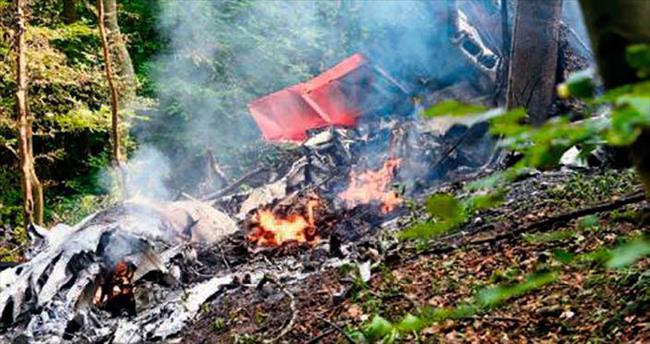 İki uçak havada çarpıştı: 7 ölü