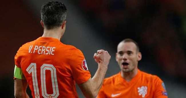 Sneijder ve Van Persie, Türkiye'ye karşı...