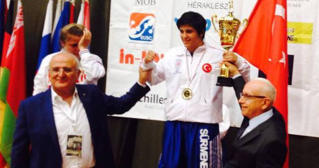 Trabzonsporlu boksör 2. kez Avrupa Şampiyonu oldu