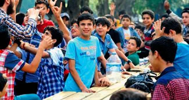 Suriyeli 80 çocuk piknikte eğlendi