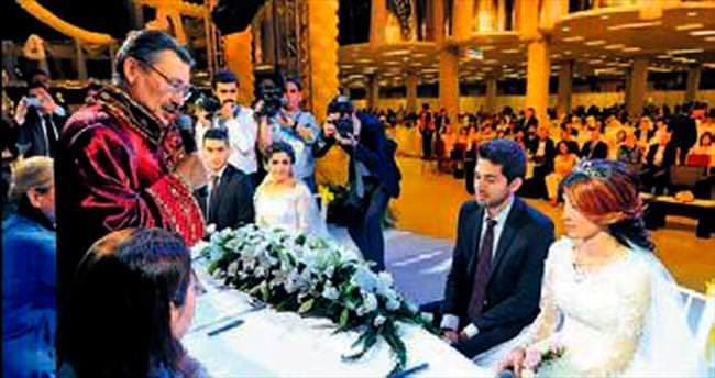 215 çiftin nikâhı törenle kıyıldı