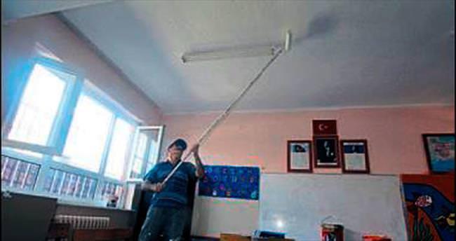 Menderes'te okul tadilatları sürüyor