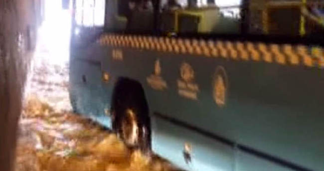 Taksim alt geçidini su bastı