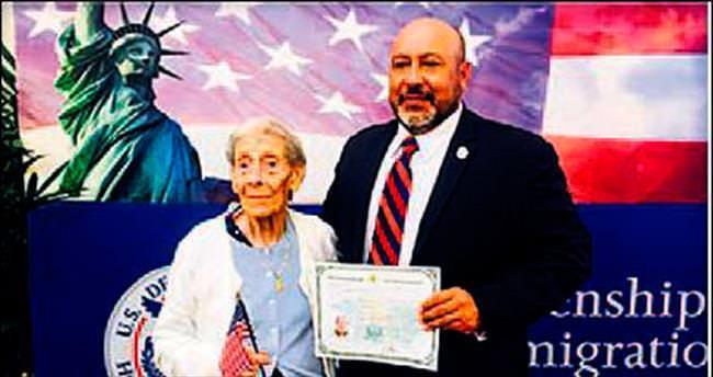 ABD vatandaşlığını 100 yaşında aldı