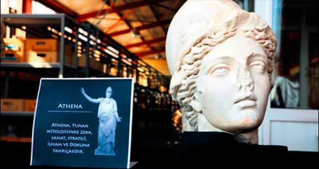 'Athena'yı önce defineciler sonra arkeologlar buldu