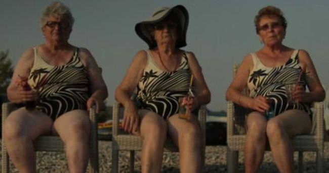 İtalya'da 12 kadın denizi görebilmek için para topladı