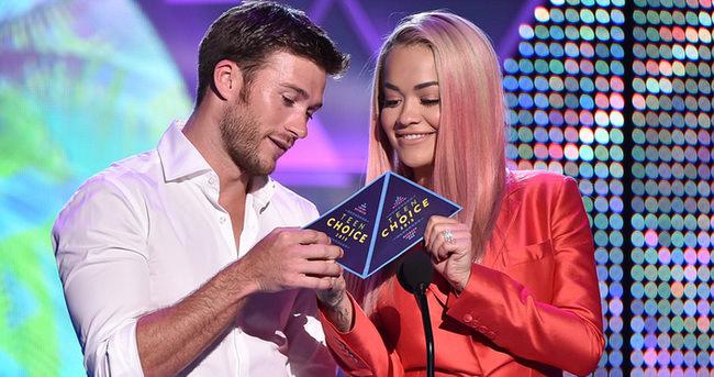 Rita Ora: Yarışmacılarla flört ediyorum