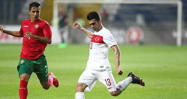 Bursaspor Emre Taşdemir'e imza attırdı