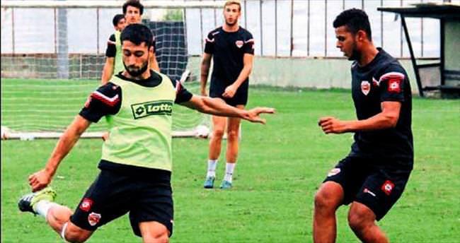 Adanaspor iki transferle gitti