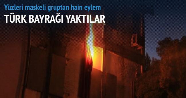 PKK'lı teröristler Türk bayrağını yaktı