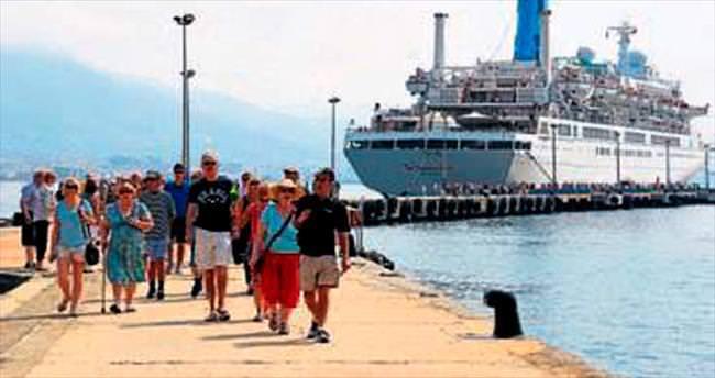 Alanya'ya gemi ile bin 293 turist geldi