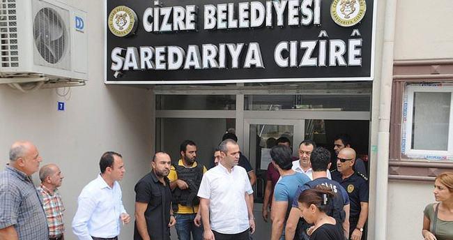 Cizre Belediyesi'ne saldırı!
