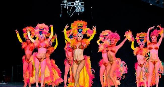 Kübalı dansçılar ayakta alkışlandı