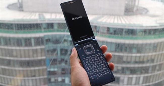 Samsung'tan kapaklı telefon
