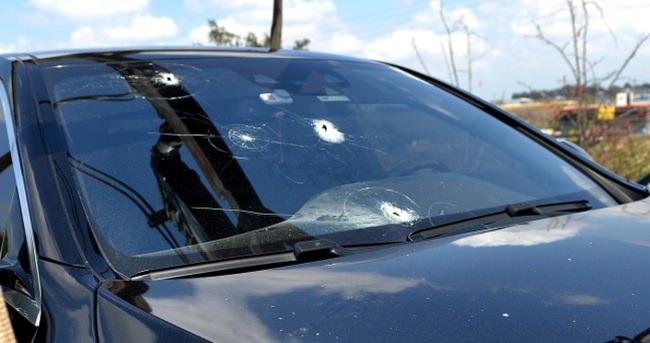 Sivil polis aracına saldırı: Yaralılar var!