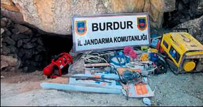 Jandarma define avcılarını yakaladı