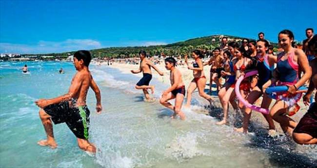 Bucalı bin çocuk Çeşme'de tatil yaptı