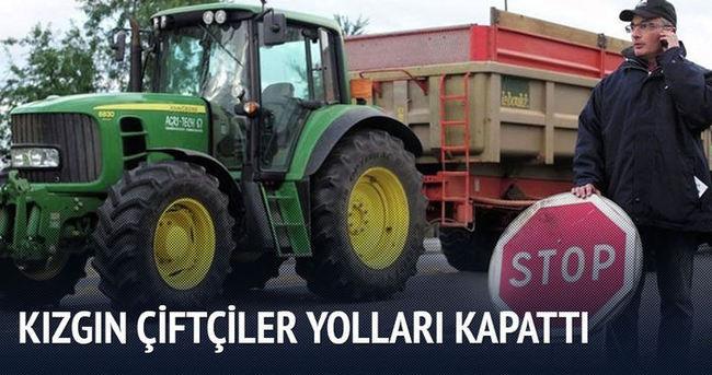 Kızgın çiftçiler yolları kapattı