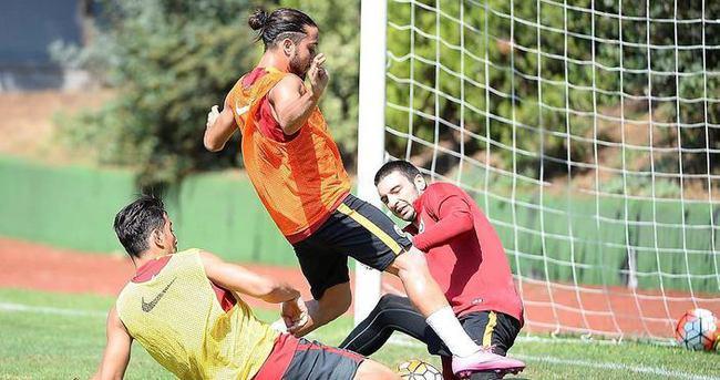 Galatasaray millilerden yoksun çalıştı