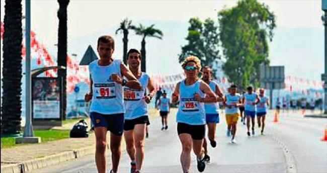 İzmir'de bu pazar maraton trafiği var