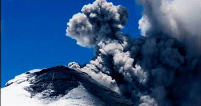 Cotopaxi volkanı yeniden uyandı