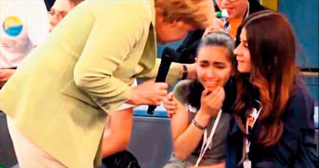 Merkel'in ağlattığı kıza oturma izni