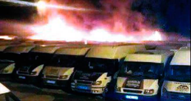 İran'da Türkler'e ait 11 minibüs yandı