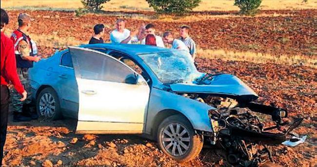 Otomobiller çarpıştı 2 kişi öldü, 9 yaralı