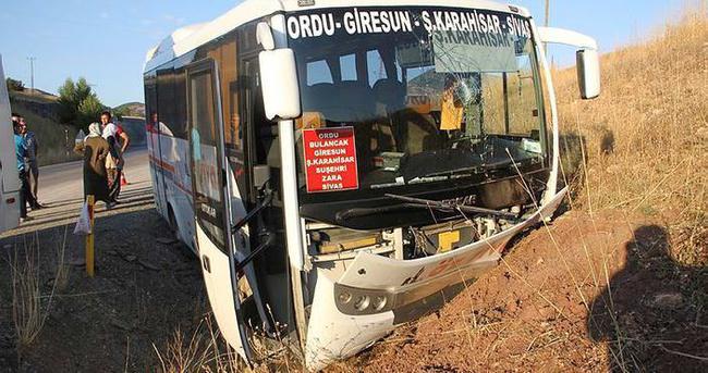 Minibüs kaza yaptı: 12 yaralı