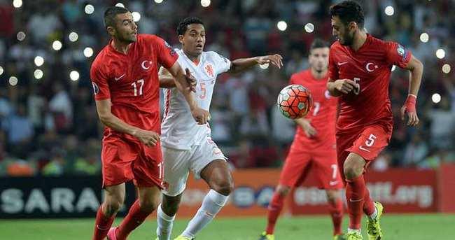 Yazarlar Türkiye - Hollanda maçını yorumladı