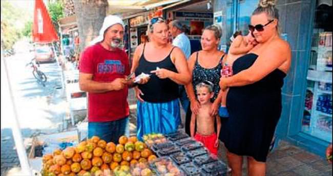 Frenk yemişine turistlerden ilgi