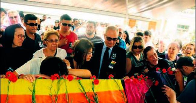 LGBTİ bayraklarıyla son yolculuklarına uğurlandılar